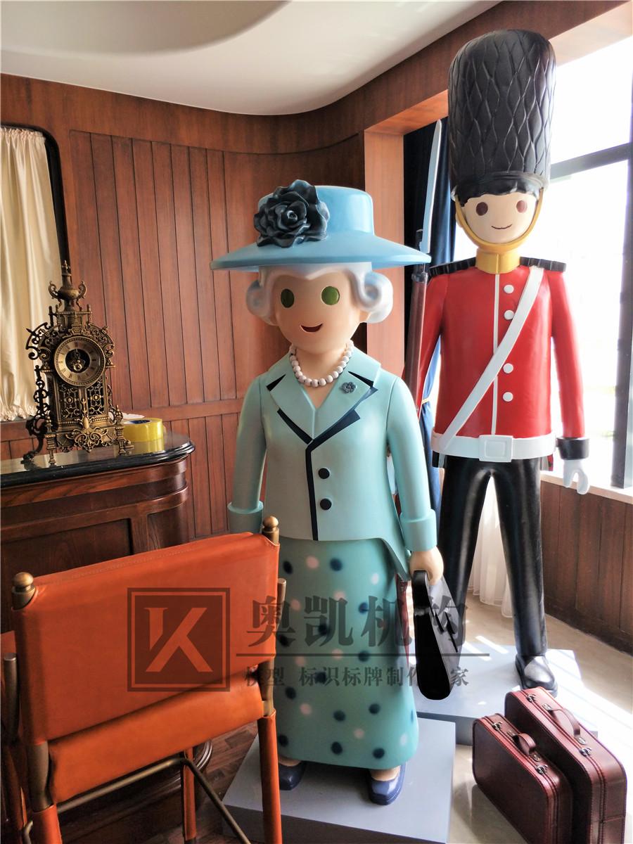 英国大兵和女王雕塑